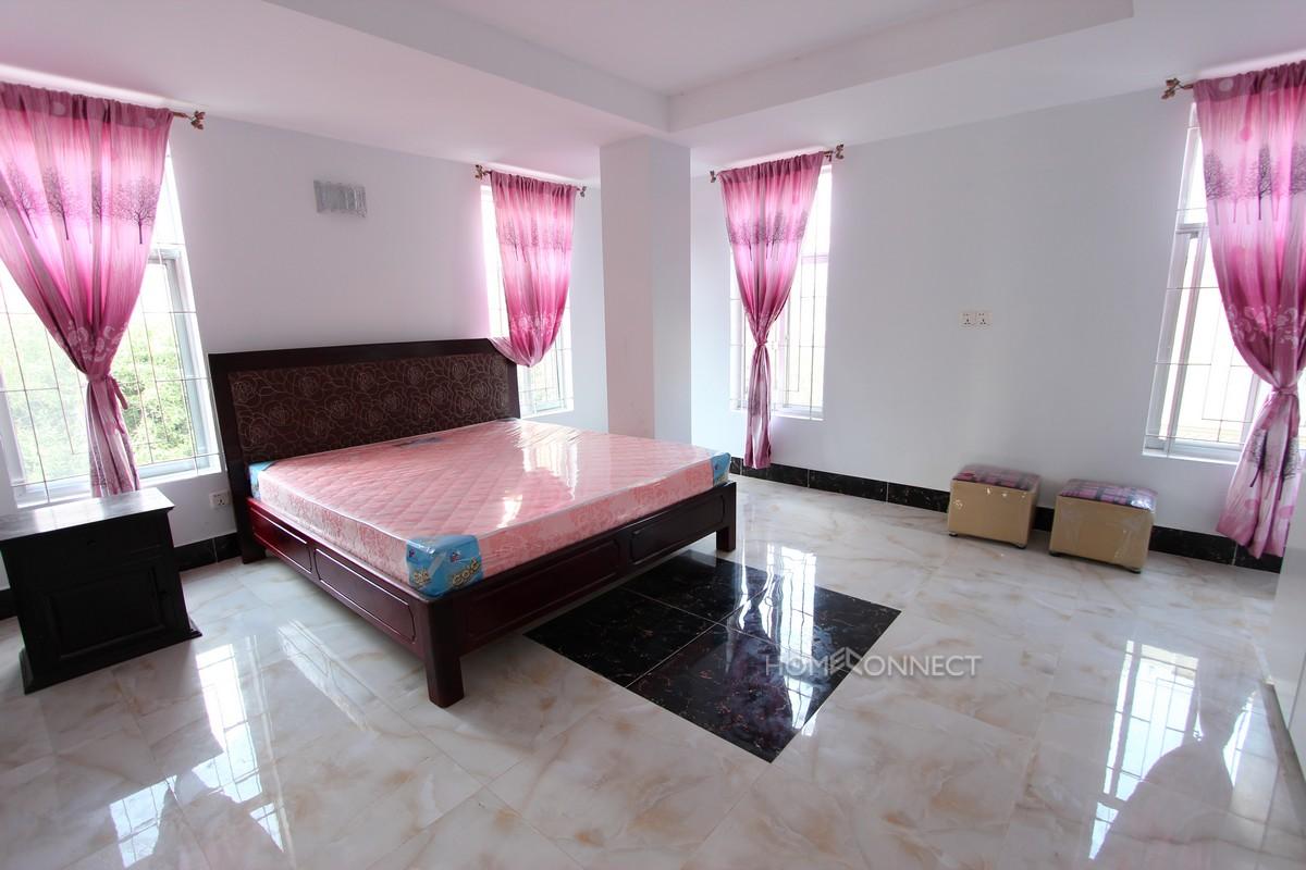 Good sized 2 bedroom near Russian market