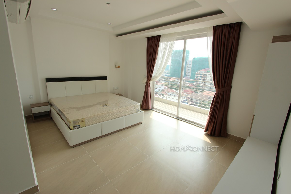 Spacious 3 Bedroom Modern Apartment in BKK1