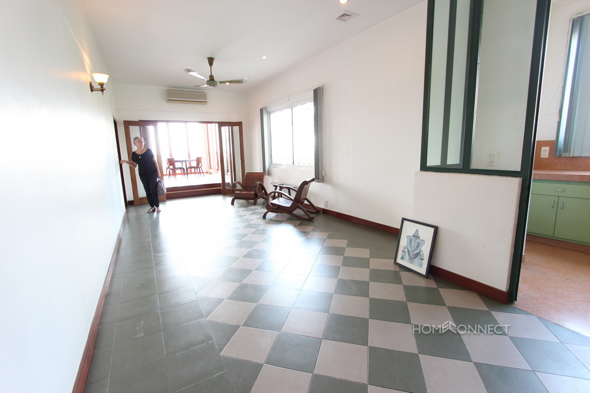 Large Terrace 1 Bedroom Apartment on Riverside   Phnom Penh