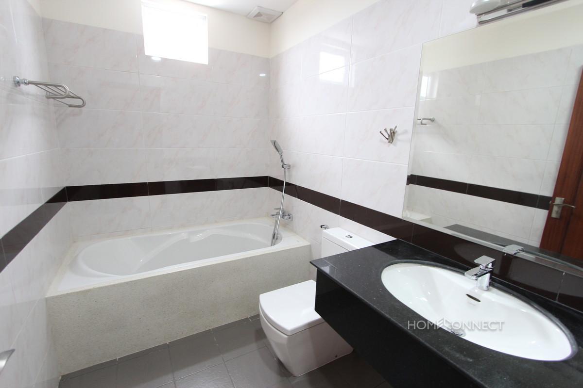 Luxurious 2 Bedroom Apartment in Tonle Bassac   Phnom Penh Real Estate