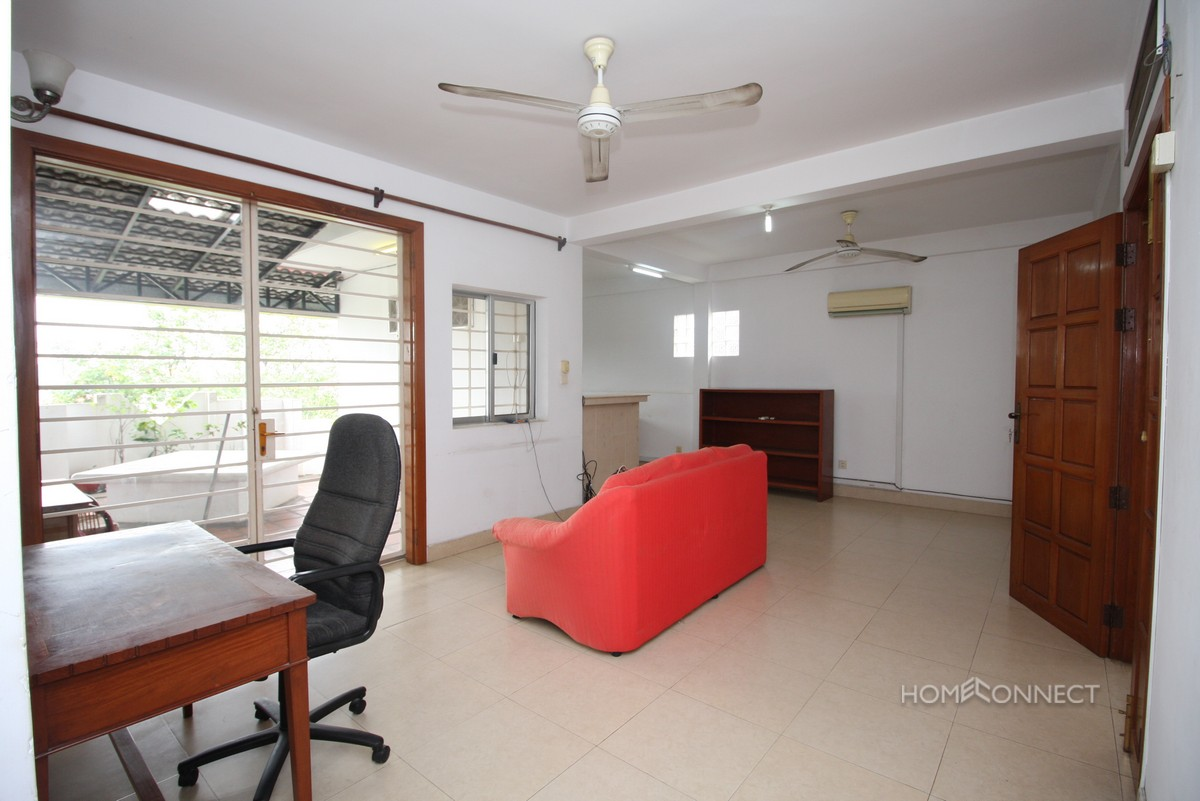Budget 3 Bedroom 3 Bathroom Apartment for Rent in Wat Phnom | Phnom Penh Real Estate