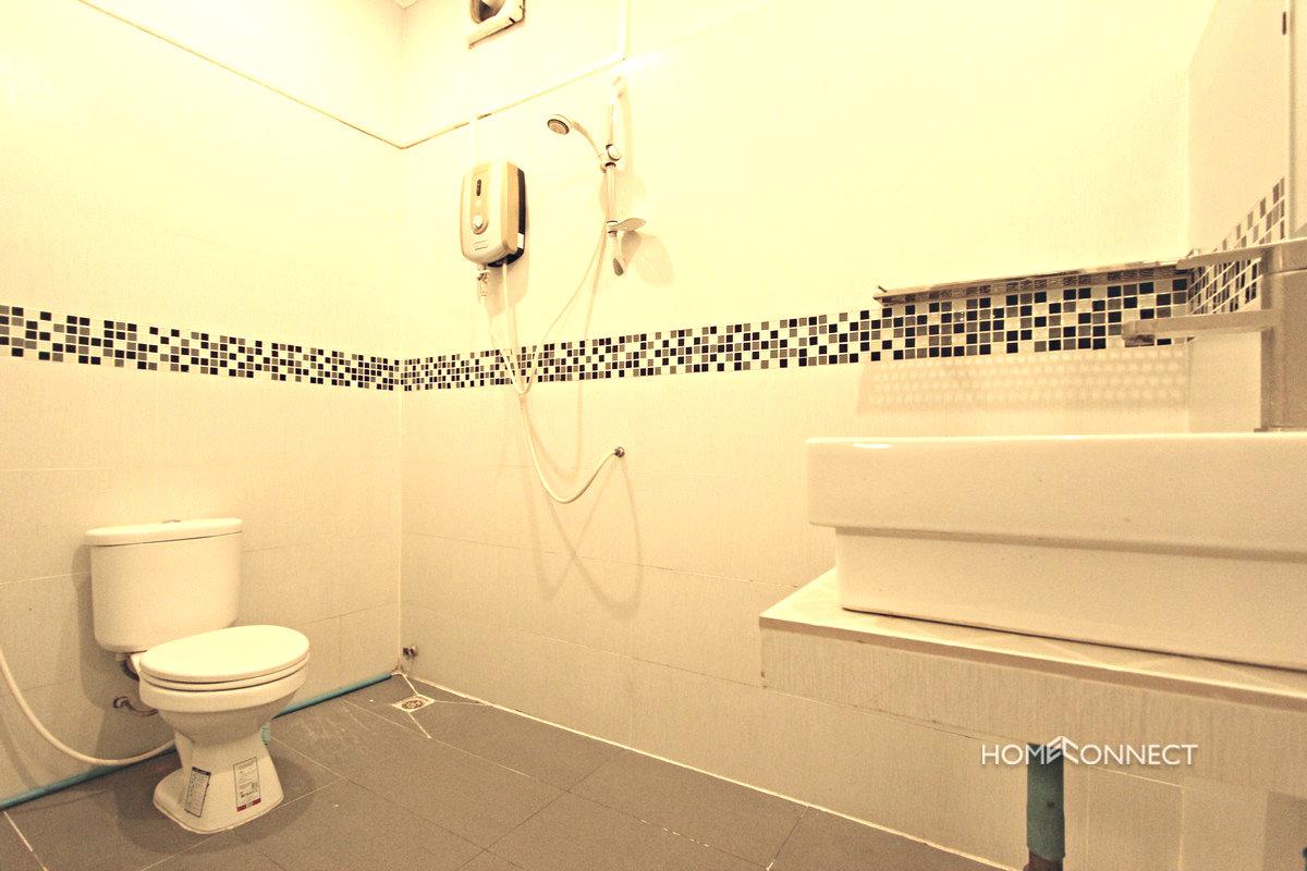 Budget 2 Bedroom 2 Bathroom Apartment For Rent Near Old Market | Phnom Penh Real Estate